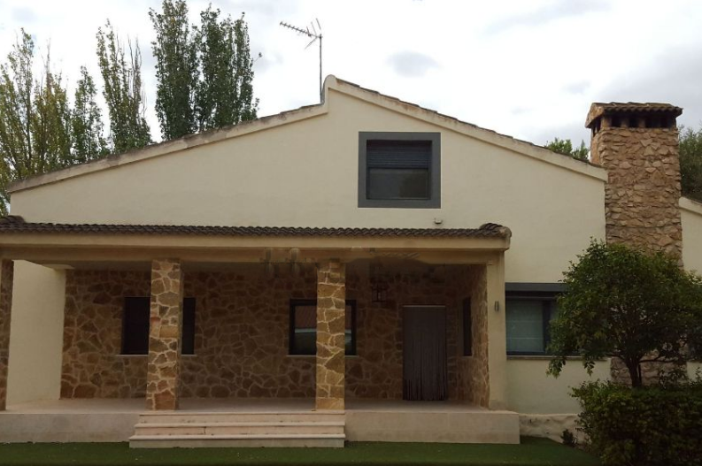 Villa in Rent in Albacete