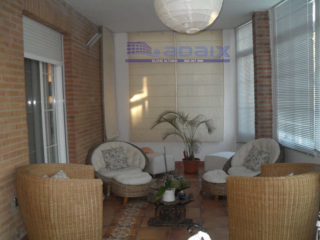 Villa in Rent in Elche